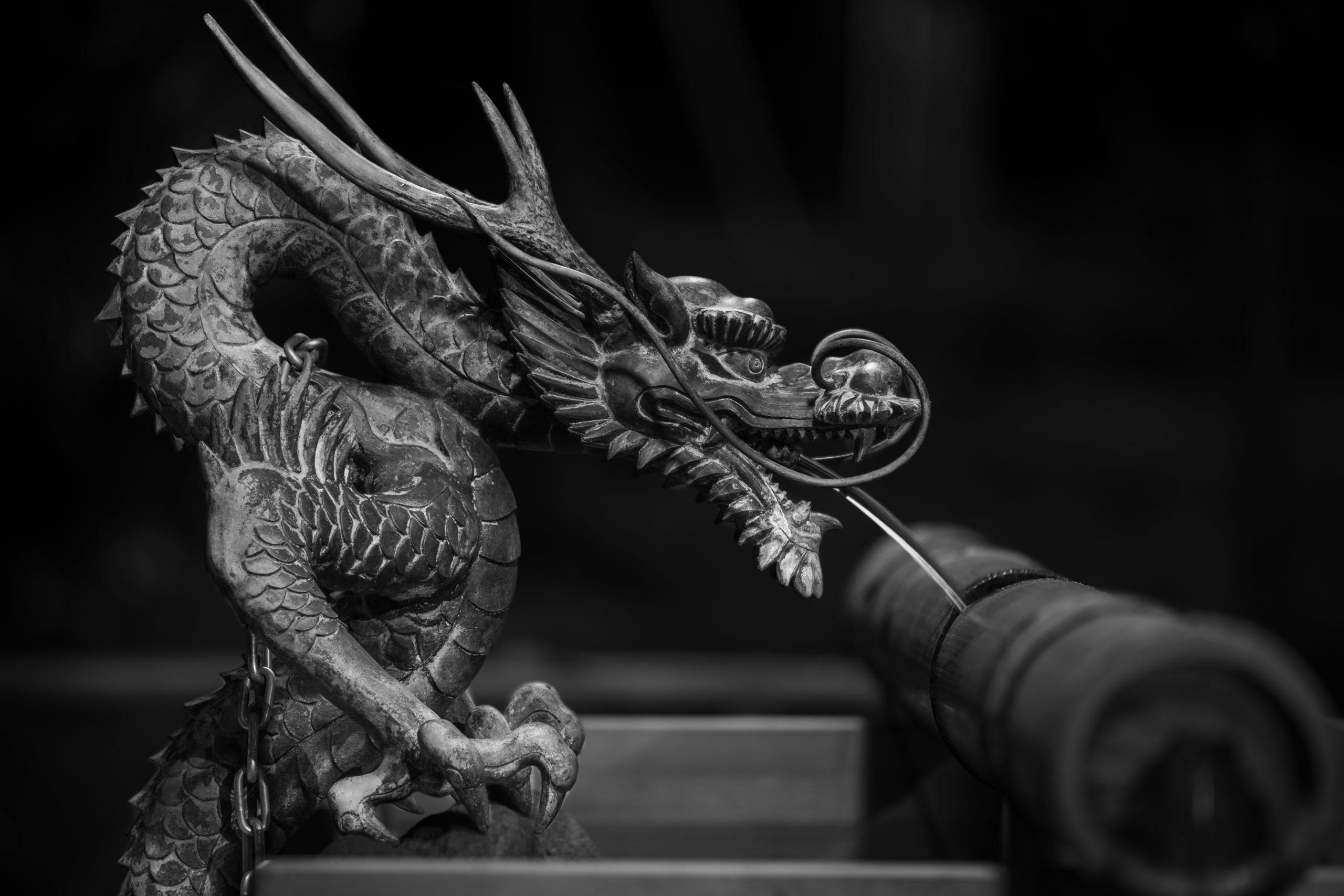 神鋼神社の手水舎(ちょうずや)の龍
