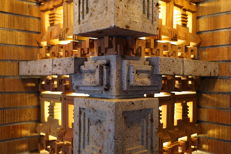 帝国ホテルロビー「光の籠柱」