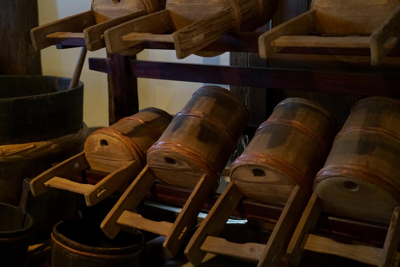 木製の暖気樽(だきだる)