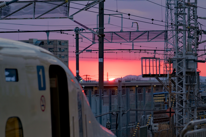 美しい夕日に新幹線をチラ鉄