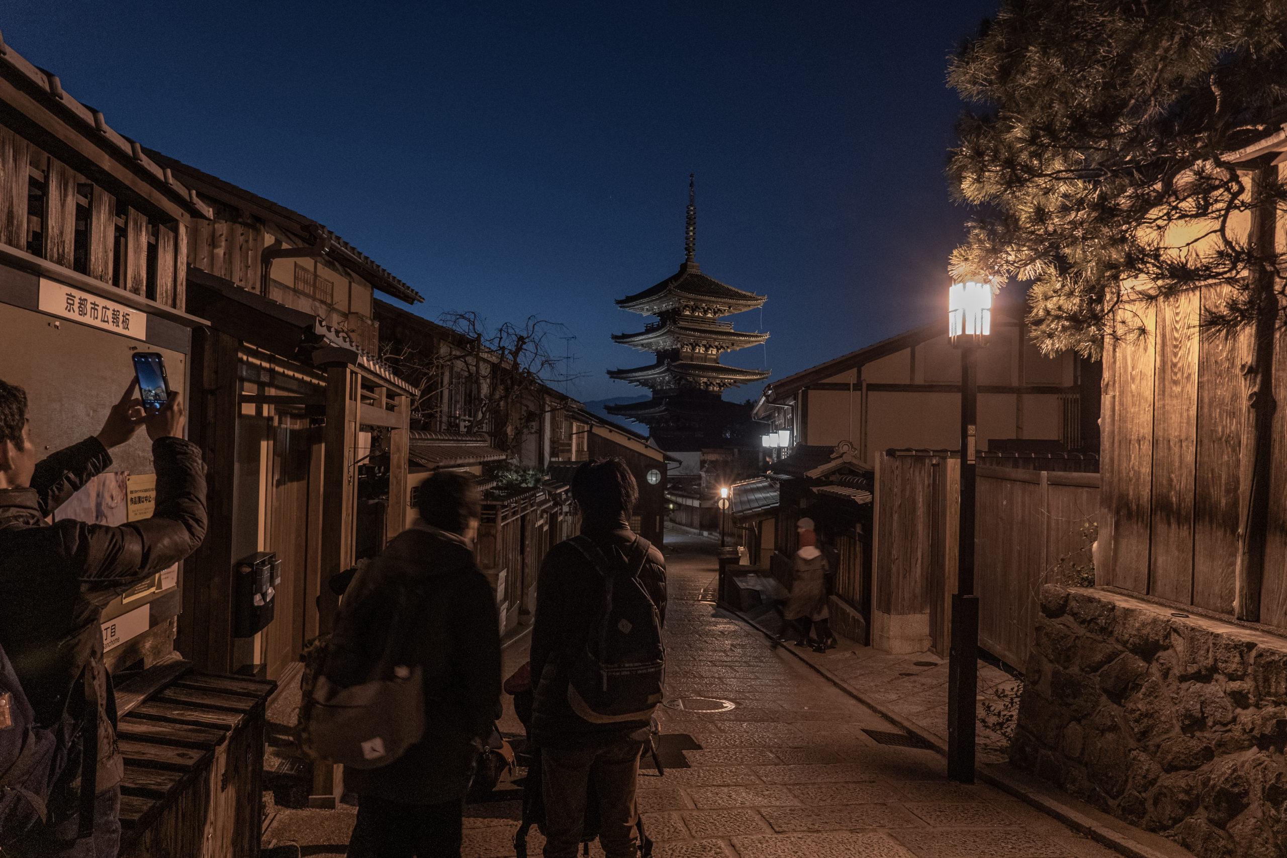 産寧坂から望む八坂の塔、撮影場所に到着